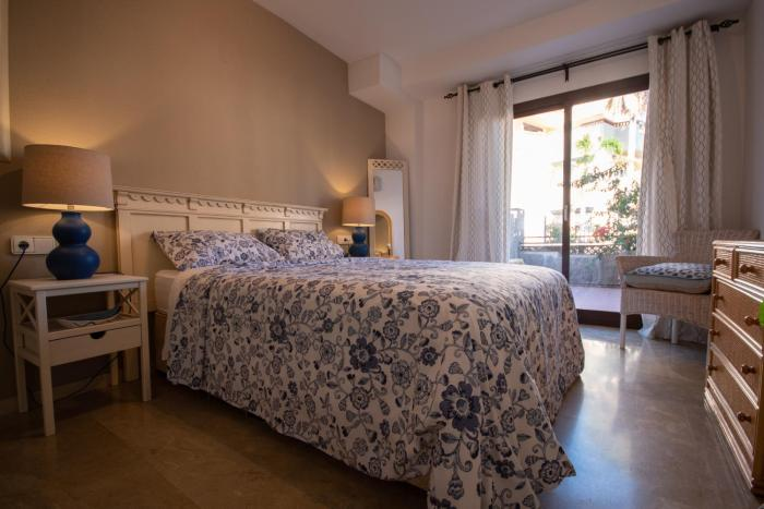 Luxury holiday apartment in Golden Mile Marbella close to Puerto Banus