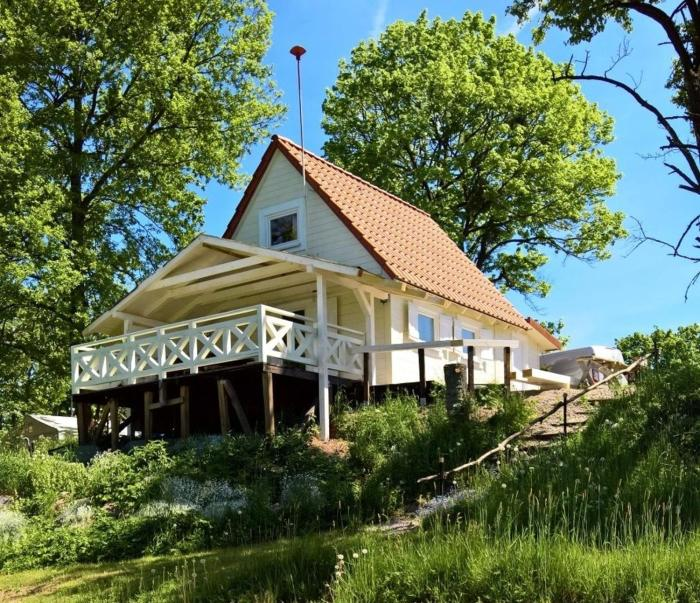 domek nad łąkami