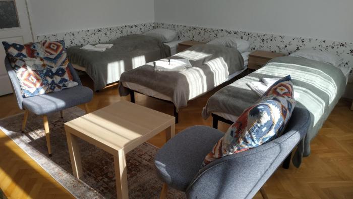 HI 5 Apartment