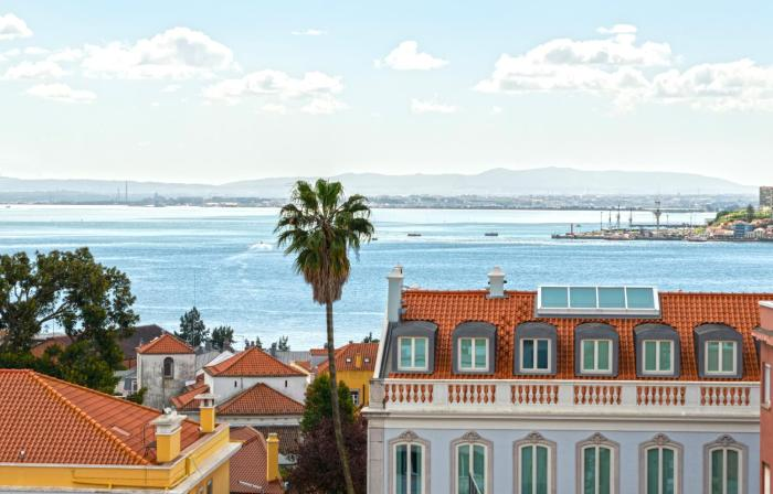 Flat with Beautiful view to Tejo River in Lapa