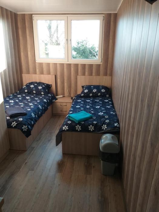 2 osobowe kawalerki w domkach FreezerHause Kozery NoclegiGrodziskPL 792535535