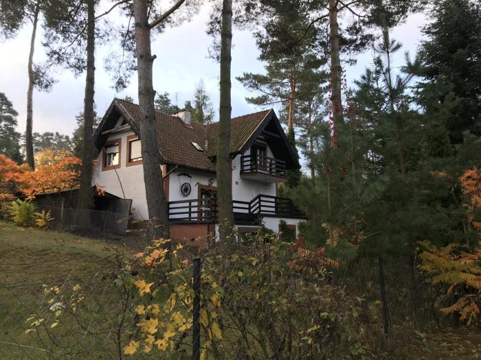 Dom Pod Sosnami