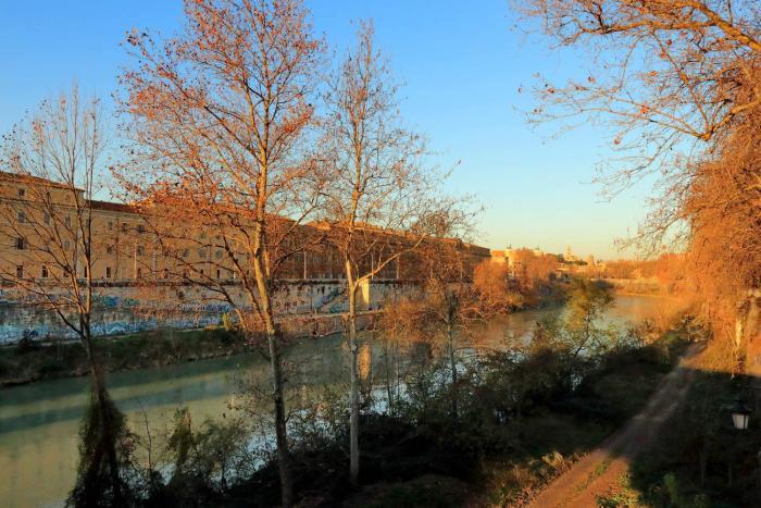 The heart of Rome Colosseo Emporio River