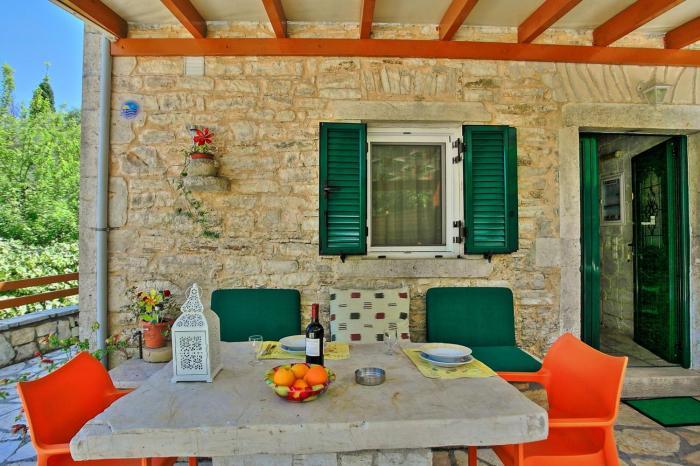 Korinas Cottage Stone cottage close to the beach