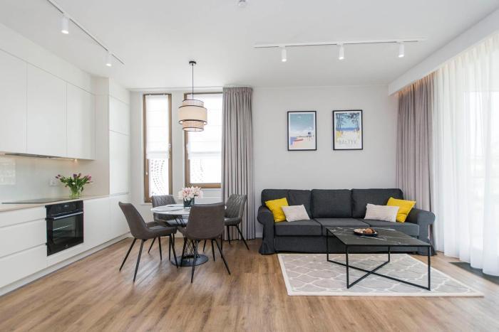 Yellow Rentyear Apartments