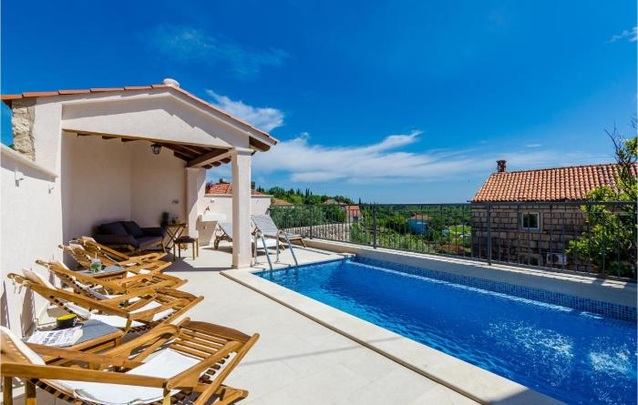Awesome home in Cilipi w Outdoor swimming pool and 5 Bedrooms