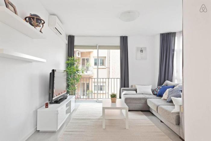 Gorgeous 3Bed 2 min to tube in charming Clot