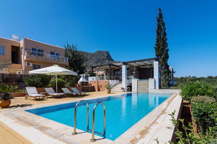 Erondas Villa with shared Pool in Koutouloufari