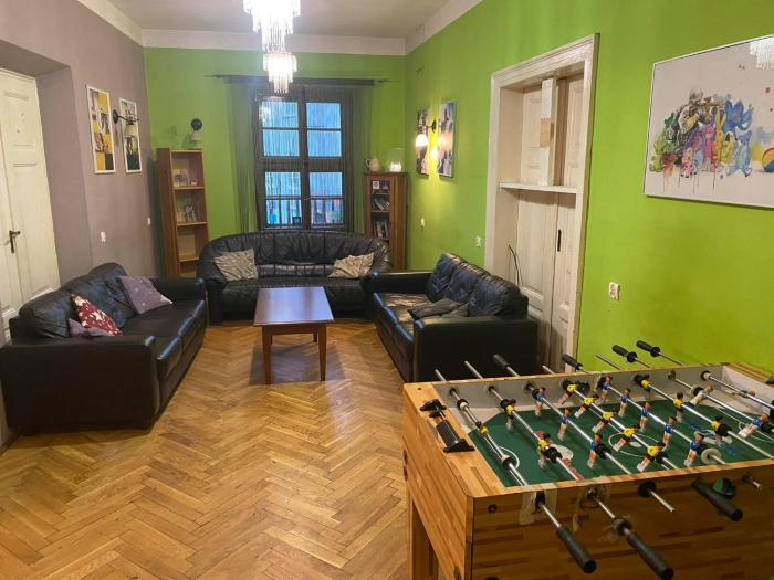 50 People Apartment