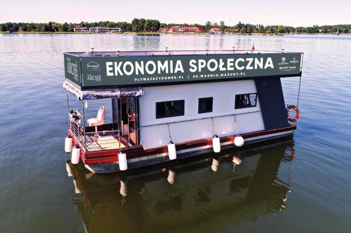 Houseboat Poland pływający domek na Mazurach
