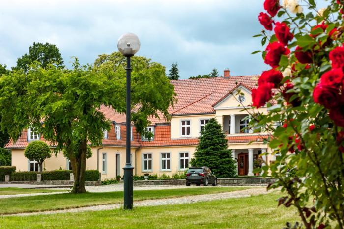 Dwór Sześć Dębów w Prusewie