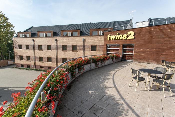 Hotel Twins II
