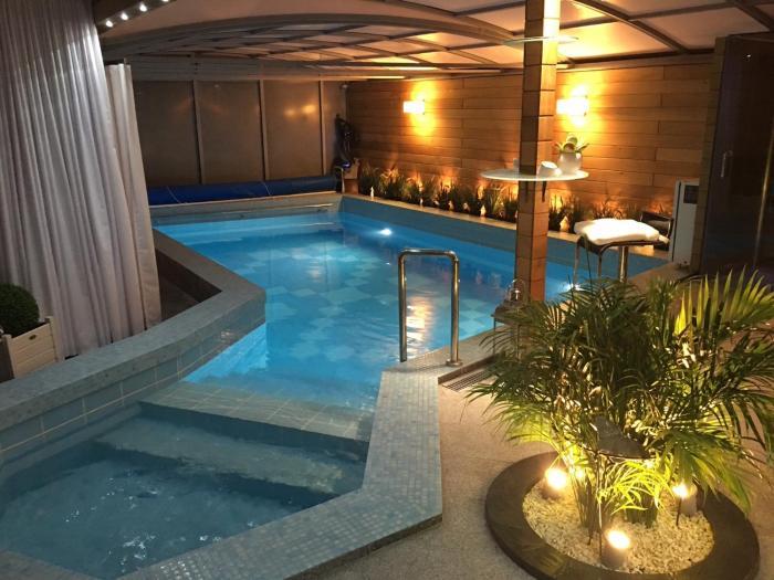 Apartament z prywatnym krytym basenem