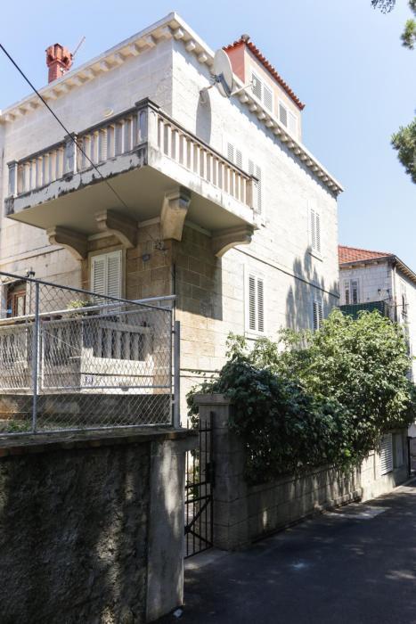 Stone House Apartment