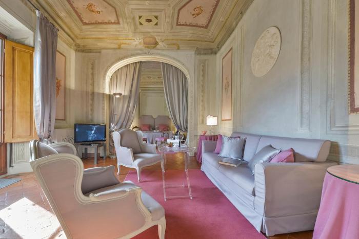 Maggio Frescoes Halldis Apartment