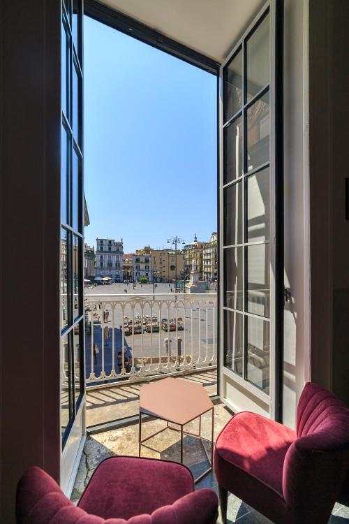 Piazza Dante, 22, 80135 Naples, Italy.