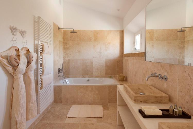 10 Rue Turion Sabatier, 30210 Castillon-du-Gard, France.