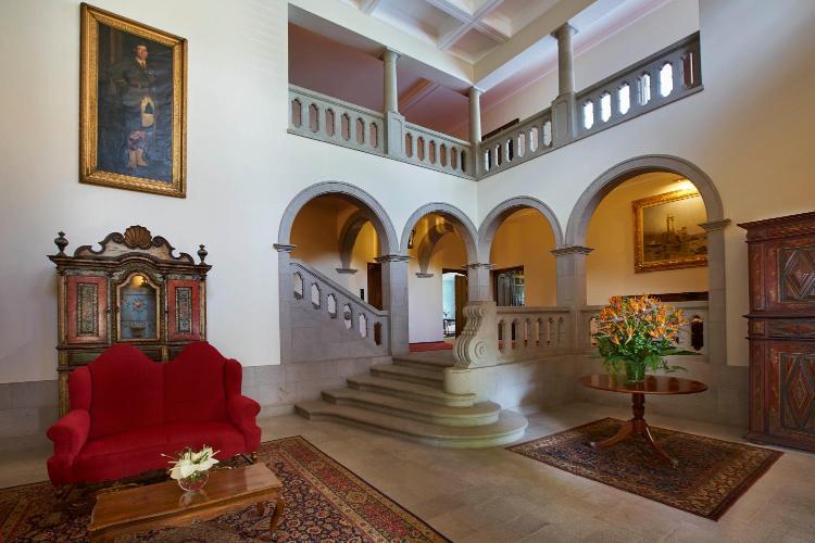 Rua da Casa Branca, no 5 e 7, 9000-088 Funchal, Madeira, Portugal.