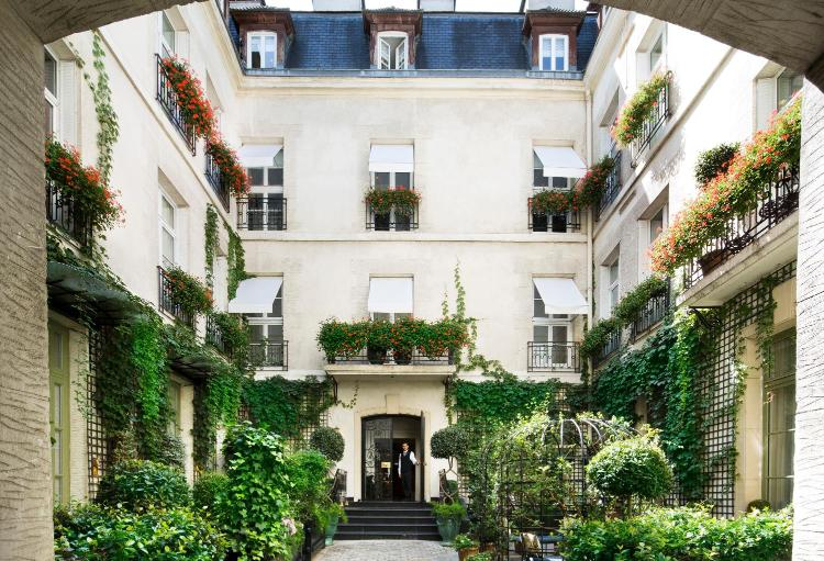3, Rue Christine, Paris, 75006, France.
