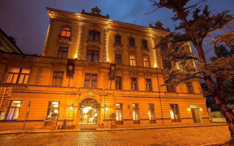 U Zvonařky 1, Prague, 12000, Czech Republic.