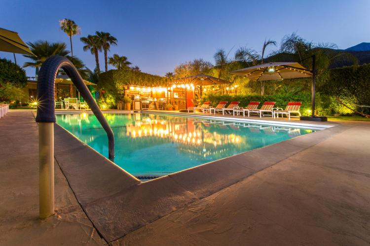610 East Palm Canyon Drive, Palm Springs, California 92264, United States.