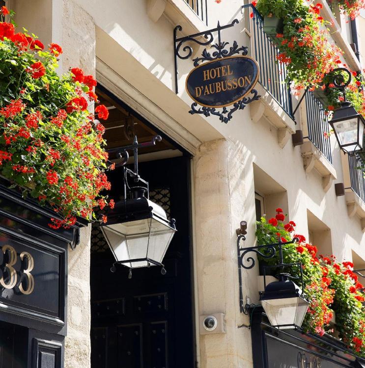 33, Rue Dauphine, Paris, 75006, France.
