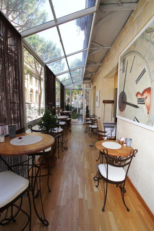 1 rue Félicien David, 84000 Avignon, France.