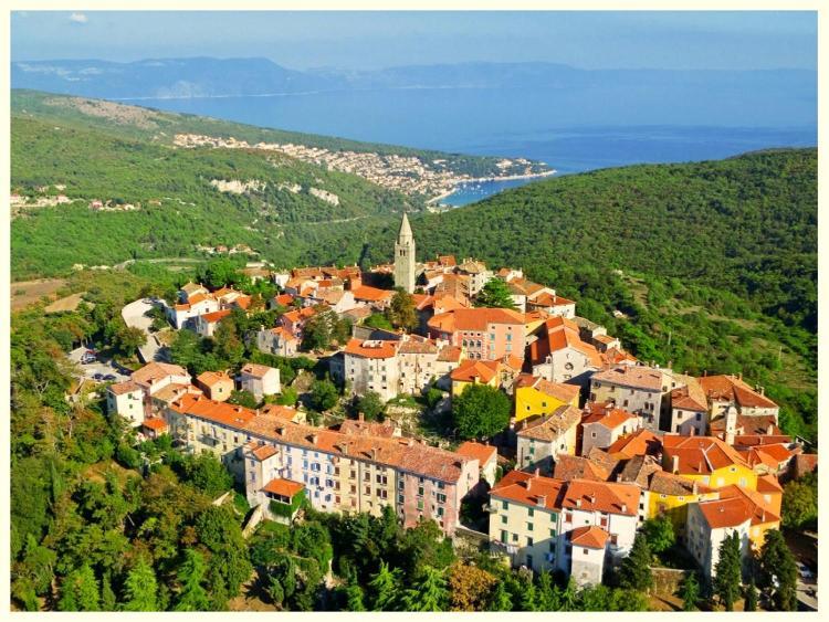 Titov Trg 3/1, 52220 Labin, Croatia.