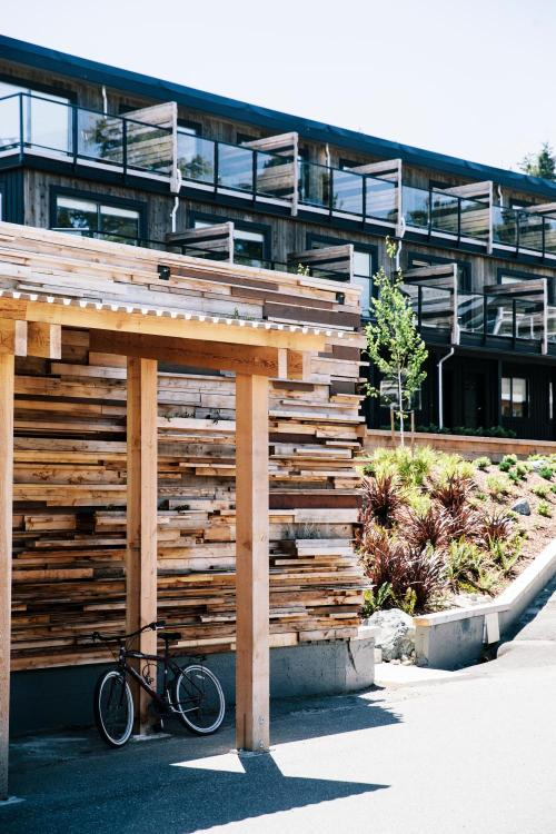 634 Campbell Street, Tofino, British Columbia, Canada.