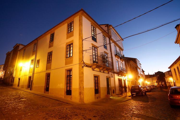 Rúa Loureiros 12, 15704 - Santiago de Compostela, A Coruña, Spain.