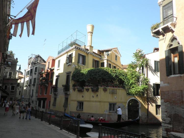 Corte Rota, Castello 4960, Venice 30121, Italy.