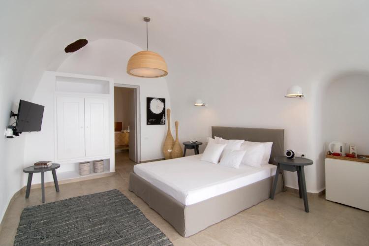 Oia, 84702, Santorini, Cyclades, Greece.