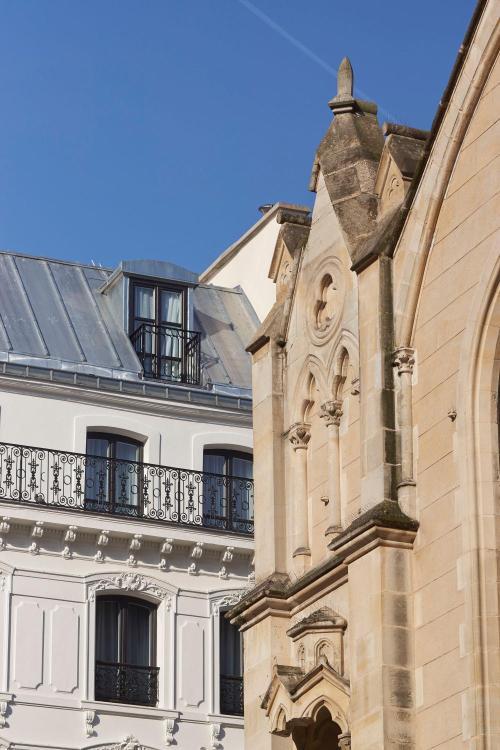 9 Rue du Conservatoire, 75009 Paris, France.