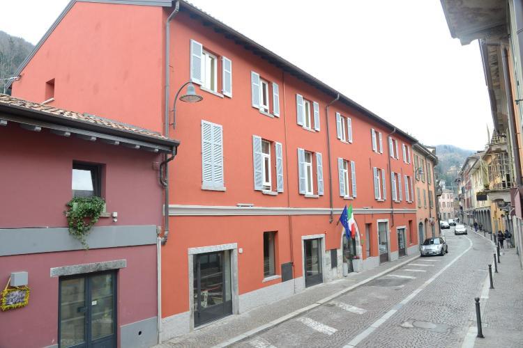 via Borgovico 47, 22100 Como, Italy.