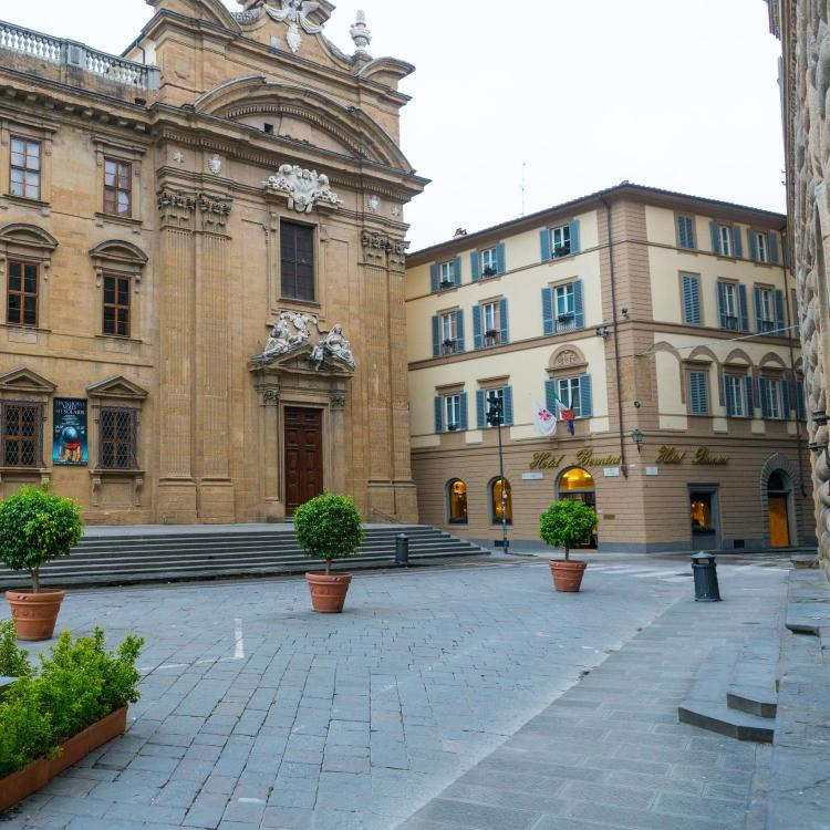 Piazza San Firenze 29, 50122 Florence, Italy.