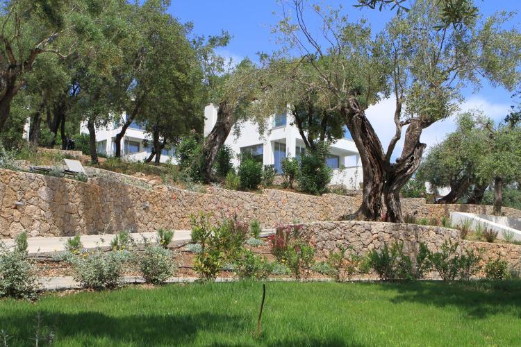 3 Kyknon St, Kommeno, Corfu, Greece.