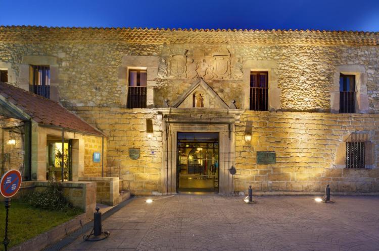 Villanueva de Cangas, 33540, Cangas de Onís, Asturias, Spain.