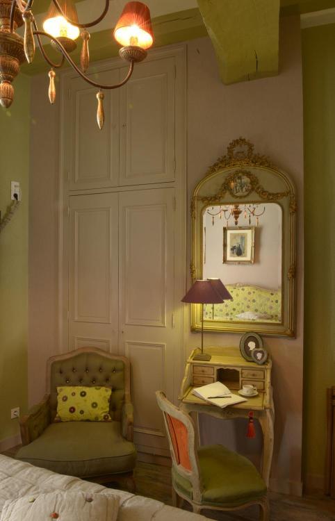 8 Rue Haute Saint-Pierre, 49400 Saumur, France.