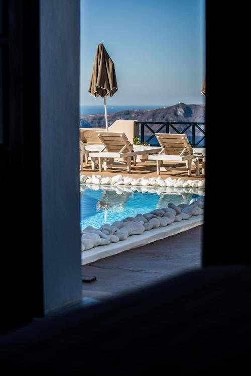 Maganari, Imerovigli, 84700, Santorini, Greece.