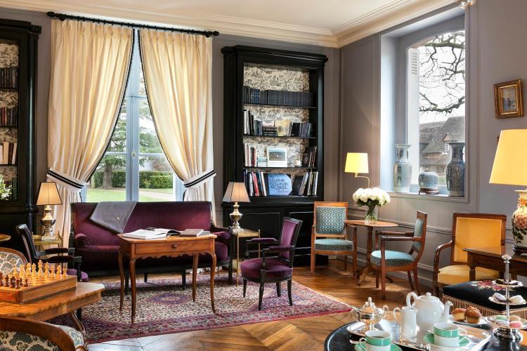 79 Rue Gilbert Navard, 41150 Onzain, France.