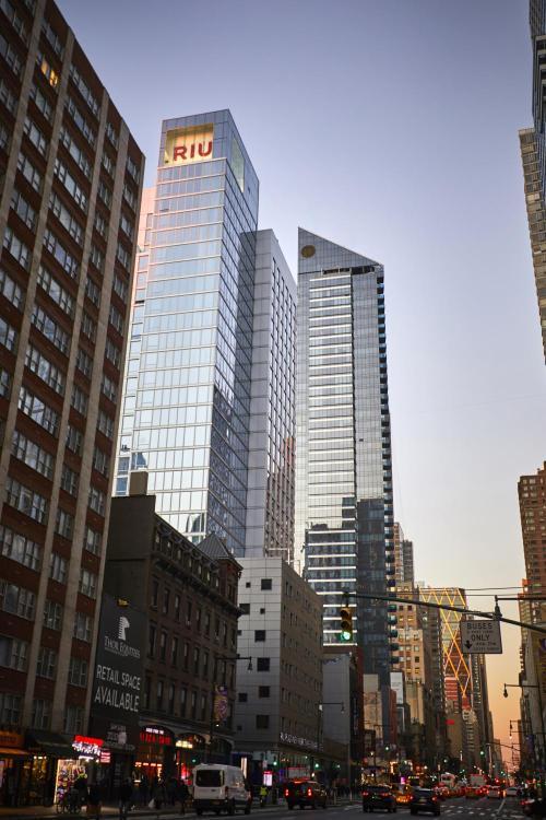 305 W 46th St, New York, NY 10036, United States.