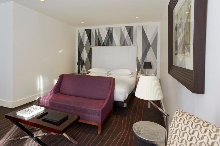 285 Avenue Victor Hugo, 26000 Valence, France.