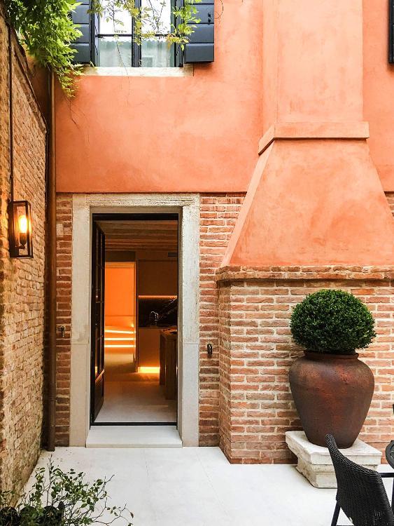 Campo S.S. Giovanni e Paolo, Castello 6805, Venice 30122, Italy.