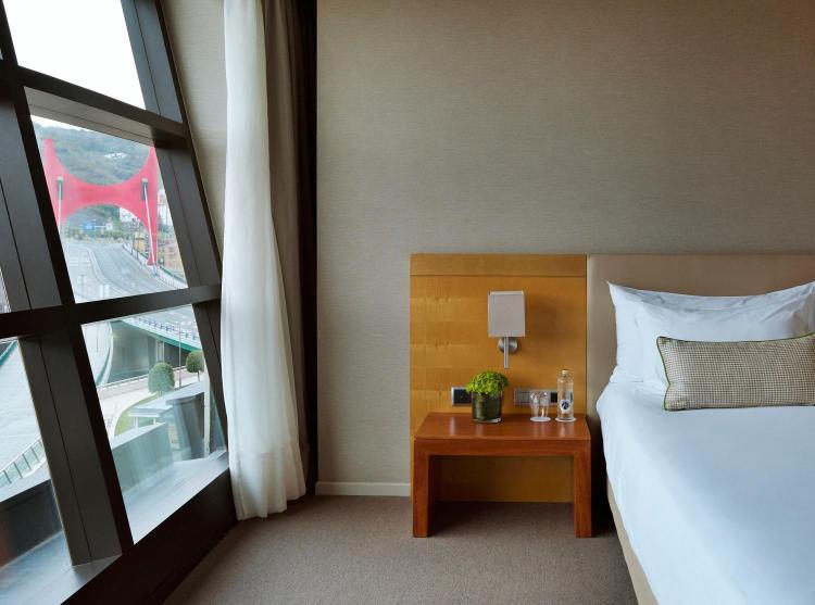 Gran Hotel Domine Bilbao, Mazarredo Zumarkalea, 61, 48009 Bilbao, Bizkaia, Spain.