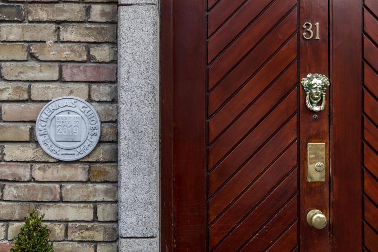 31 Leeson Cl, Dublin 2, Ireland.