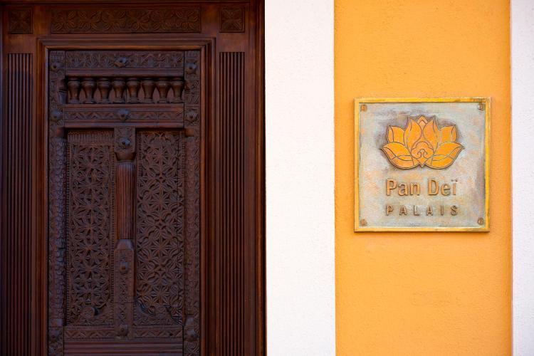52 Rue Gambetta, 83990 St Tropez, France.