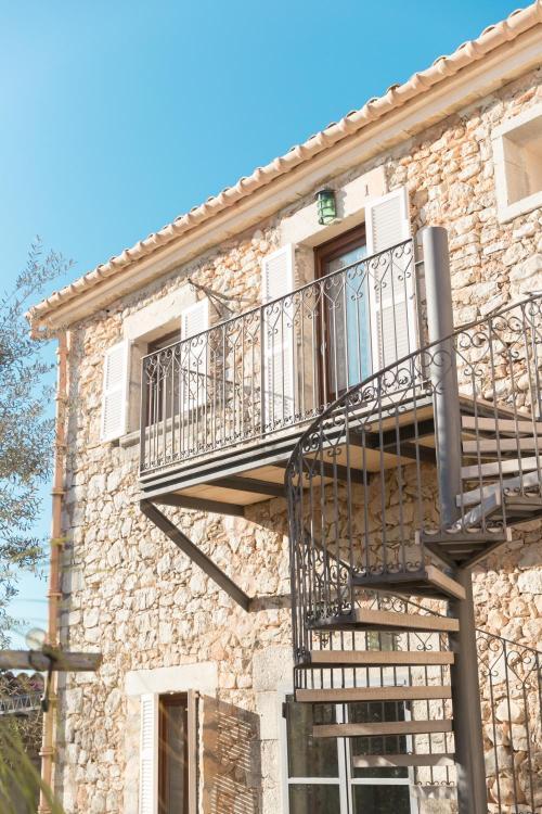 Cami Ayamans 1, 07360 Lloseta, Majorca, Spain.