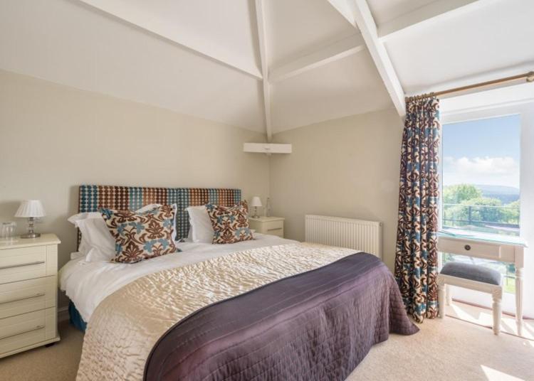 Gulworthy, Tavistock, Devon, England, PL19 8JD, United Kingdom.