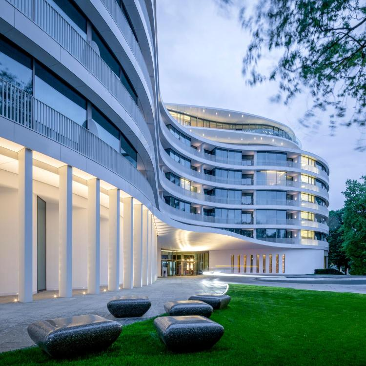Fontenay 10, Rothenbaum, 20354 Hamburg, Germany.