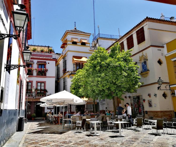 Plaza de los Venerables, 5 41004, Seville, Spain.